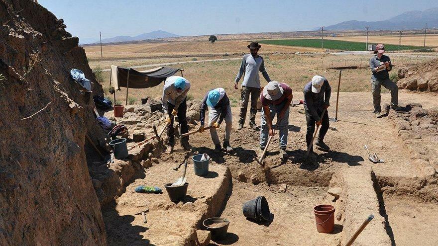 Zincirli Höyük'te Orta Çağ eserleri bulundu