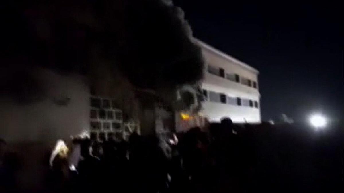Irak'ta pandemi hastanesinde yangın! ölü sayısı 45'e çıktı