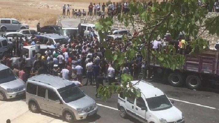 MHP'lilerden 'tutuklama' tepkisi: Bir grup partili istifa etti
