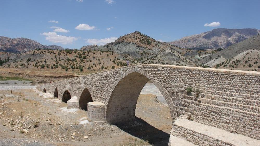 1500 yıllık tarihi köprü sular altında kalacak