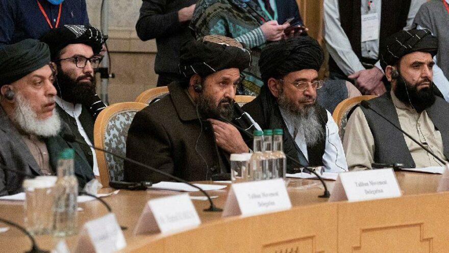 Afganistan'da hükümet ve Taliban Katar'da masaya oturuyor