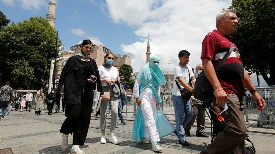 Reuters: Corona yasağı olmaması ve ucuz fiyatlar Arapları Türkiye'ye çekiyor