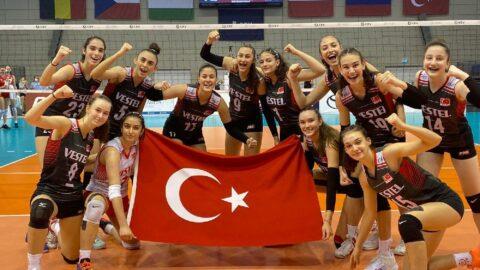 16 Yaş Altı Kız Voleybol Milli Takımı, Avrupa Şampiyonası'nda yarı finalde