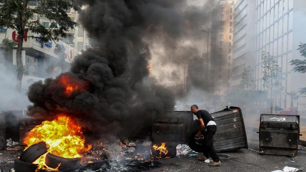 Lübnan'da hükümet kurulamadı, halk sokaklara döküldü