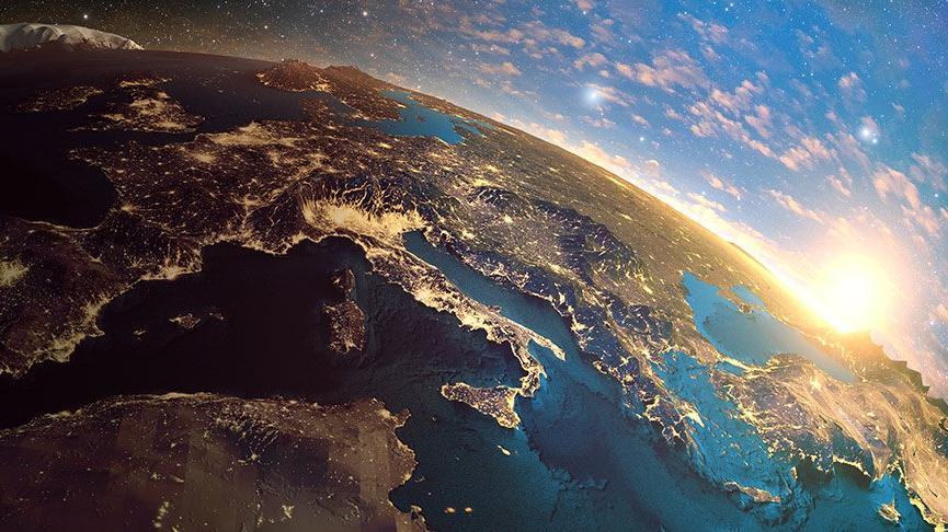 22 Temmuz – 23 Ağustos Güneş Aslan burcunda: Kibirli ve mağrur