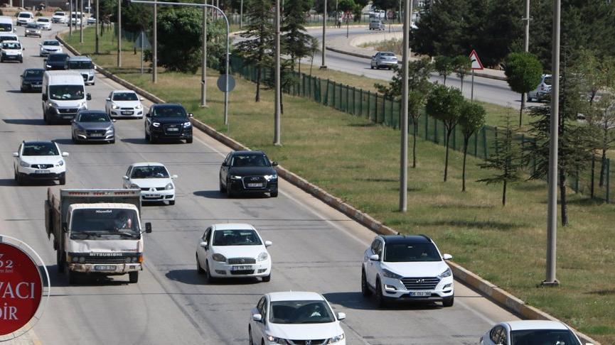 Afyonkarahisar'da bayram trafiği: 13 saatte 81 binden fazla araç geçti