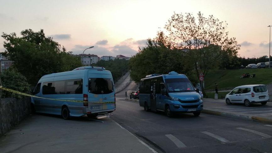 İstanbul'da silahlı saldırı düzenlenen yolcu minibüsü kaza yaptı