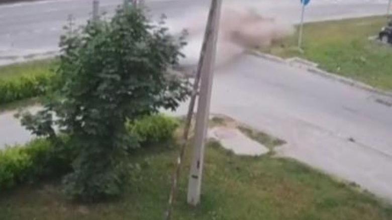Polisten kaçarken elektrik direğine çarparak hayatını kaybetti