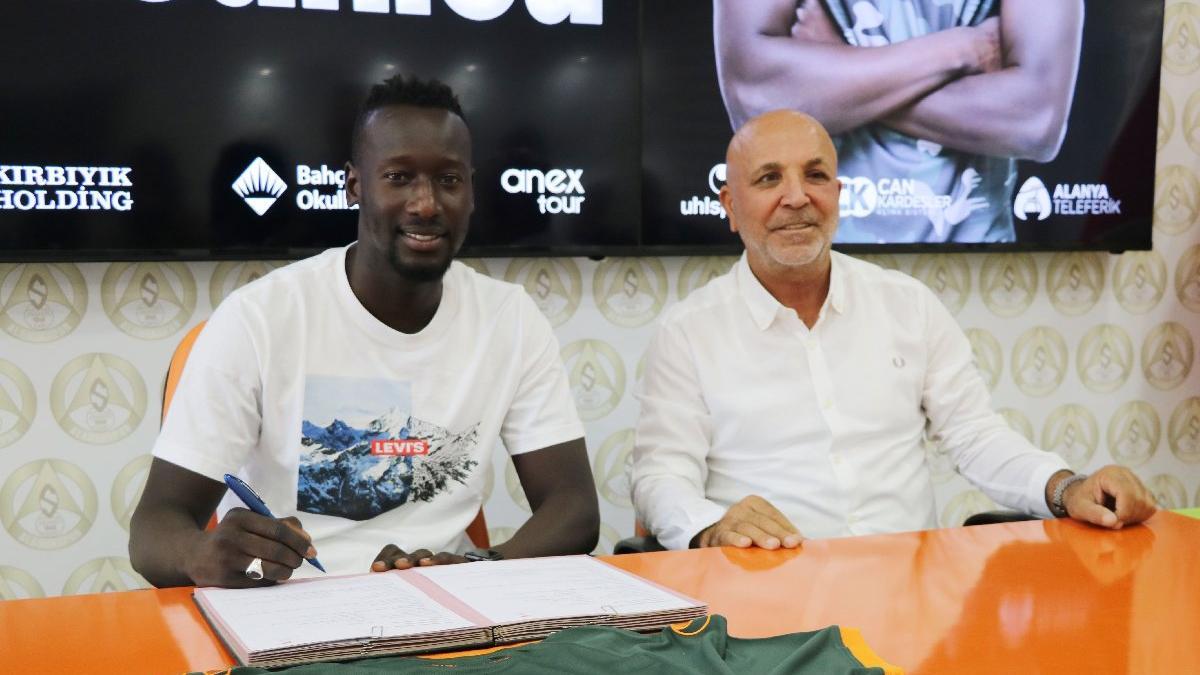 Aytemiz Alanyaspor'un yeni golcüsü Famara Diedhiou