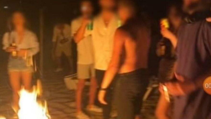 Bozcaada sahilindeki partide şezlongları kırıp, şemsiye yakıp, çöpleri bıraktılar