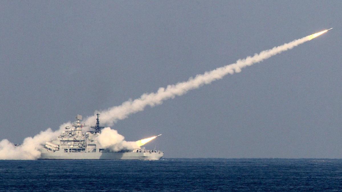 Rusya'dan korkutan deneme: Hipersonik güdümlü füze fırlattılar