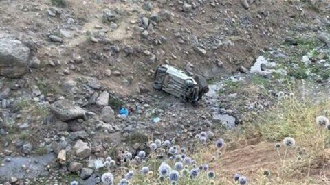 Araç uçuruma yuvarlandı: 2 ölü, 2 yaralı