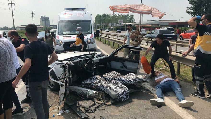 D100'de feci kaza! Otomobil ikiye bölündü: 6 yaralı