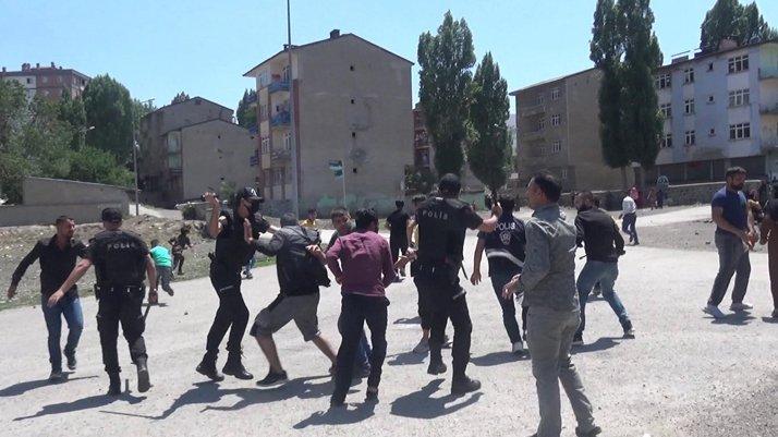 Erzurum'da ortalık savaş alanına döndü