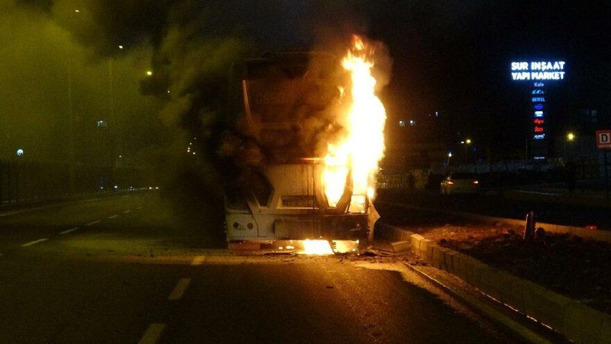 Yolcu otobüsü seyir halindeyken cayır cayır yandı - Son dakika haberleri