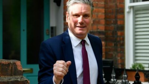 Günlük vakaların 40 bini aştığı İngiltere'de Starmer kendini karantinaya aldı