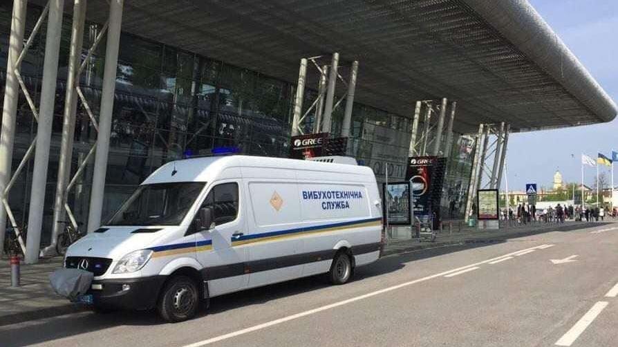 Ukrayna'da bomba paniği: Lviv Havalimanı tahliye edildi