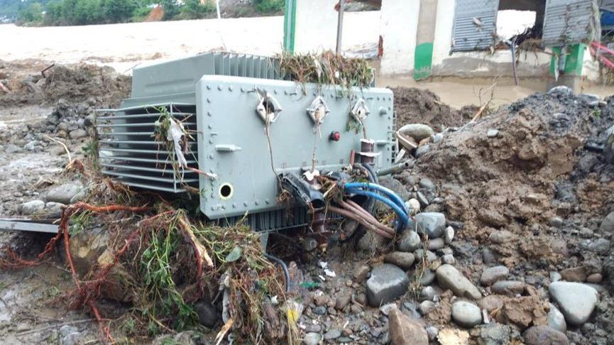 Artvin ve Rize'de sel nedeniyle 3 bin abone elektriksiz kaldı