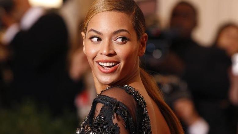 Beyoncé'nin yeni koleksiyonu için kocası Jay-Z poz verdi