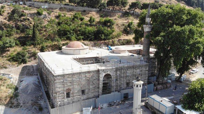 Tarihi camideki Bizans sütunlarını sıvamışlar