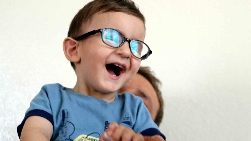 Ameliyat parası dolandırılan Miraç'ın gözleri açıldı