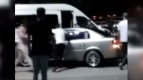 Çocuğa çarpan alkollü sürücüyü durdurup dövdüler