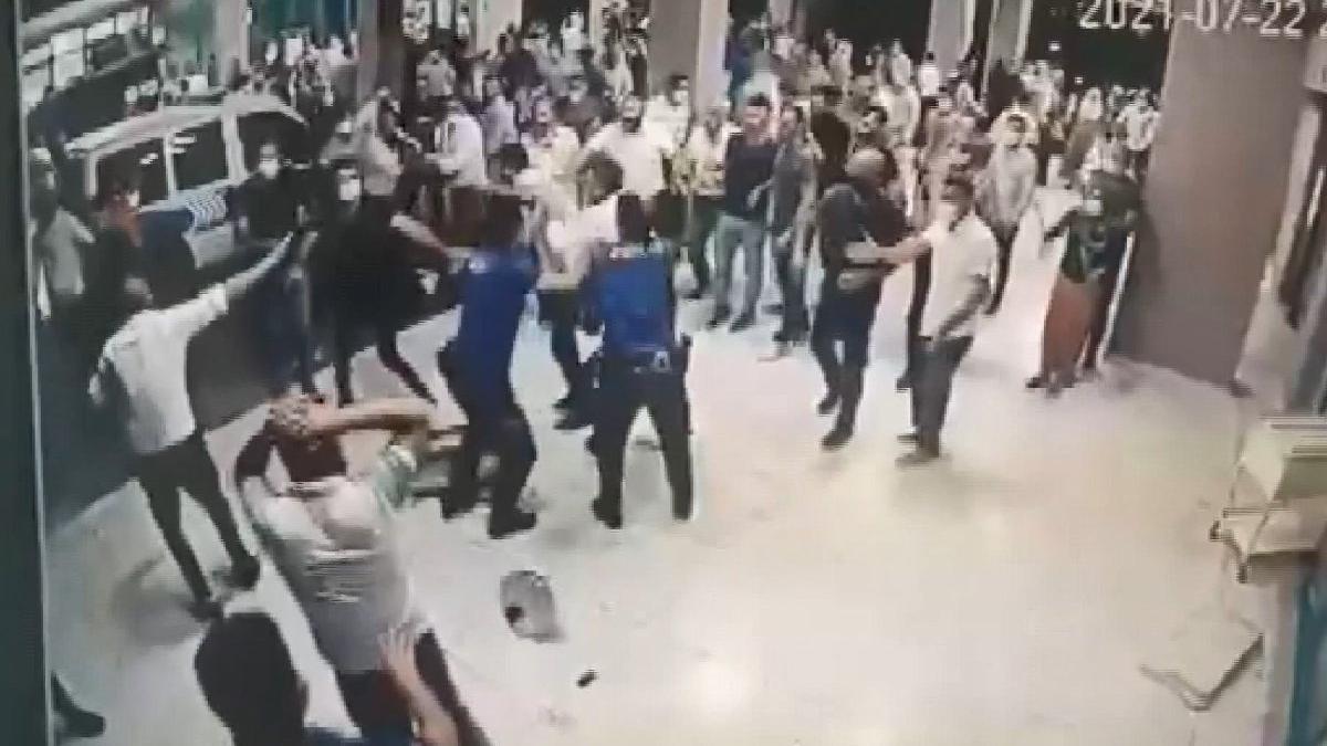 Ölen corona hastasının yakınları polis ve sağlık çalışanlarına saldırdı