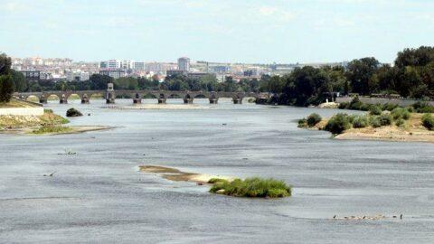 Meriç Nehri'nde adacıklar oluştu
