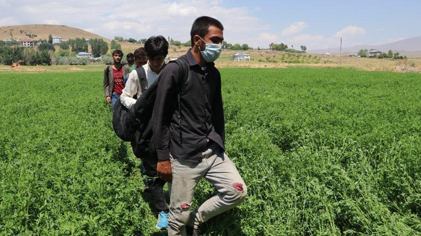 25 Afgan kaçak göçmen daha yakalandı