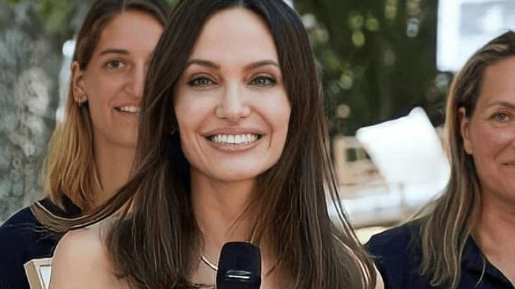 Angelina Jolie, ilk arıcılara diplomalarını verdi