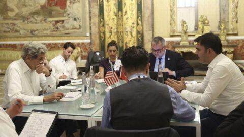 Bakan Kurum, Napoli'de Kerry ile görüştü