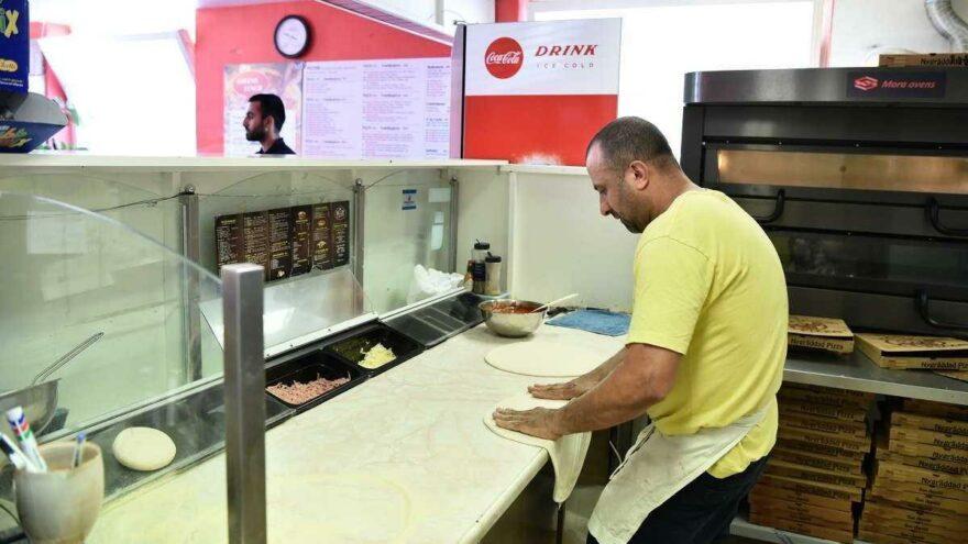 Bir garip rehine olayı: Pizza geldi, kriz bitti