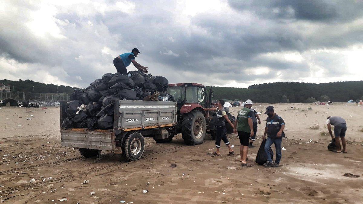 Plajdan bir günde 45 ton çöp topladılar