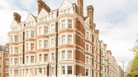 Bob Marley'in İngiltere'de yaşadığı ev 1,65 milyon sterline satışa çıktı