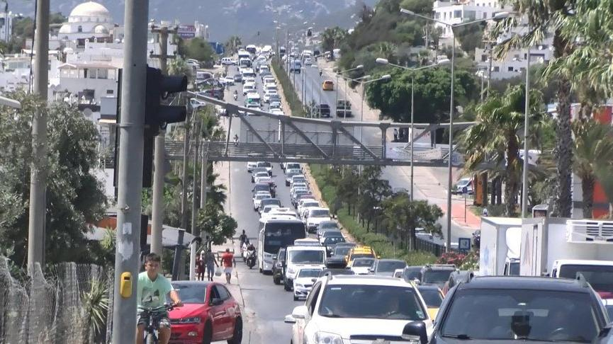 Turistik ilçeden bir günde 70 bin araç çıkış yaptı