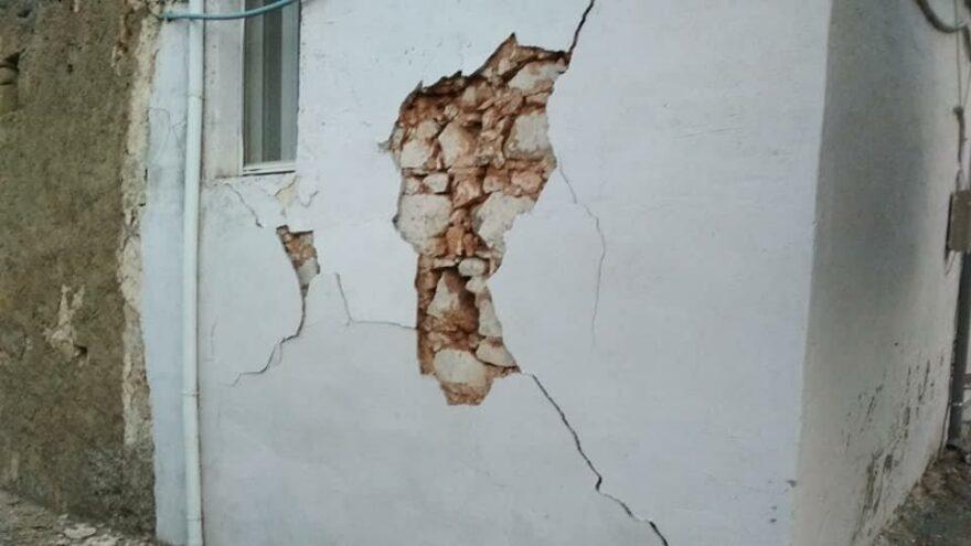 Girit'te korkutan deprem: Evler hasar gördü
