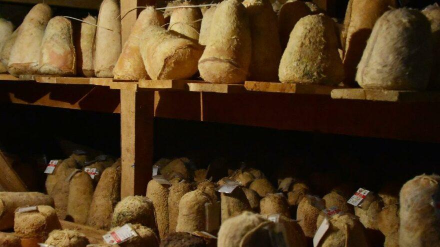 36 metre derinliğindeki mağarada peynir olgunlaştırıyorlar