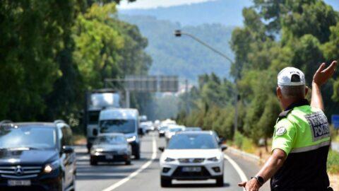 Dönüş çilesi: 15 kilometre araç kuyruğu