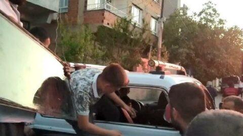 Araçta kilitli kalan çocuk cam sökülerek çıkartıldı