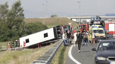 Yolcu otobüsü şarampole yuvarlandı: 10 ölü var