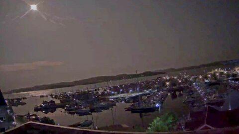 Atmosfere giren meteor geceyi gündüze çevirdi