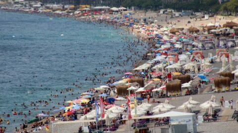 Tatilin son gününde plajlar lebaleb doldu