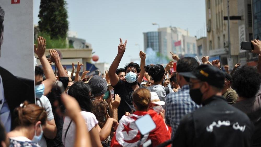Tunus karıştı: Başbakan görevden alındı, parlamento feshedildi