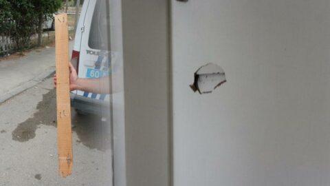 Sırasını beklemesini söyleyen doktora 'çivili tahta' ile saldırdı