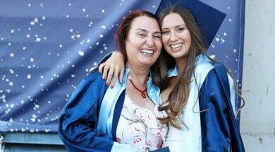 Anne-kız birlikte mezun oldu