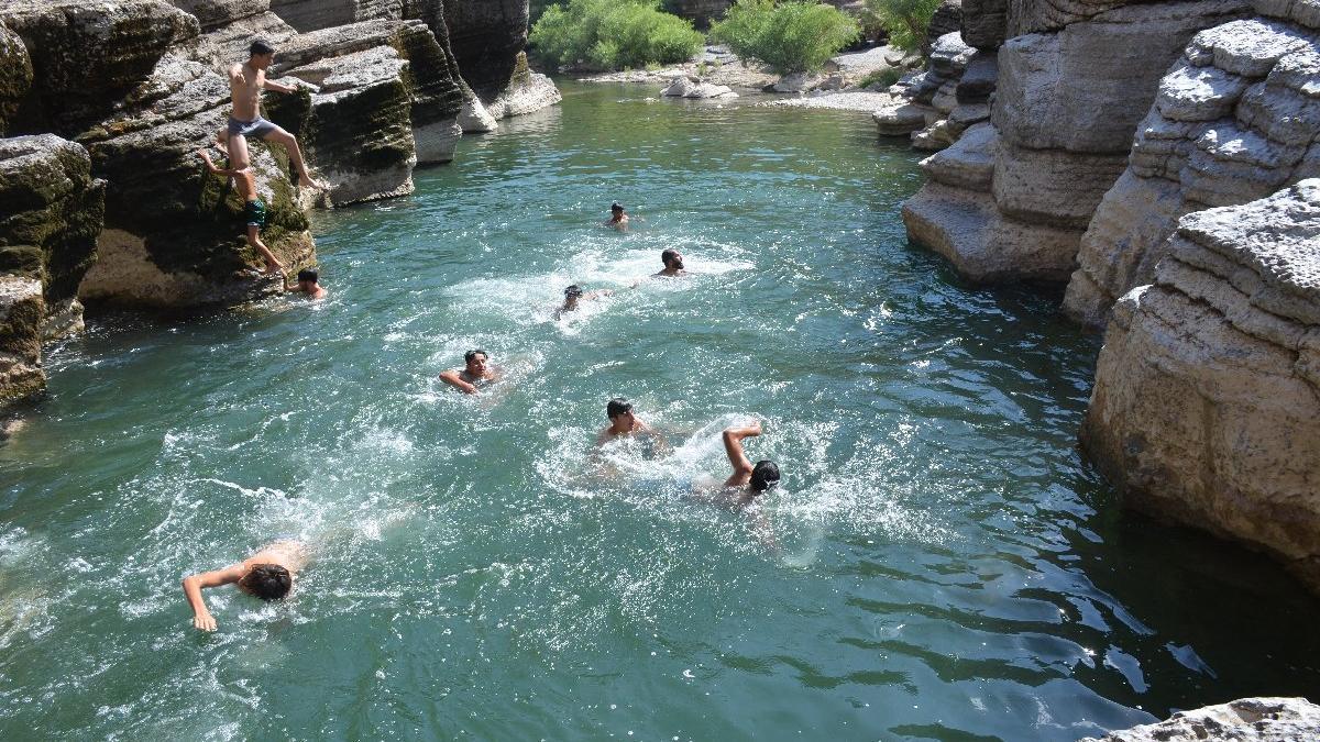 Kato Dağı'nda yüzme keyfi