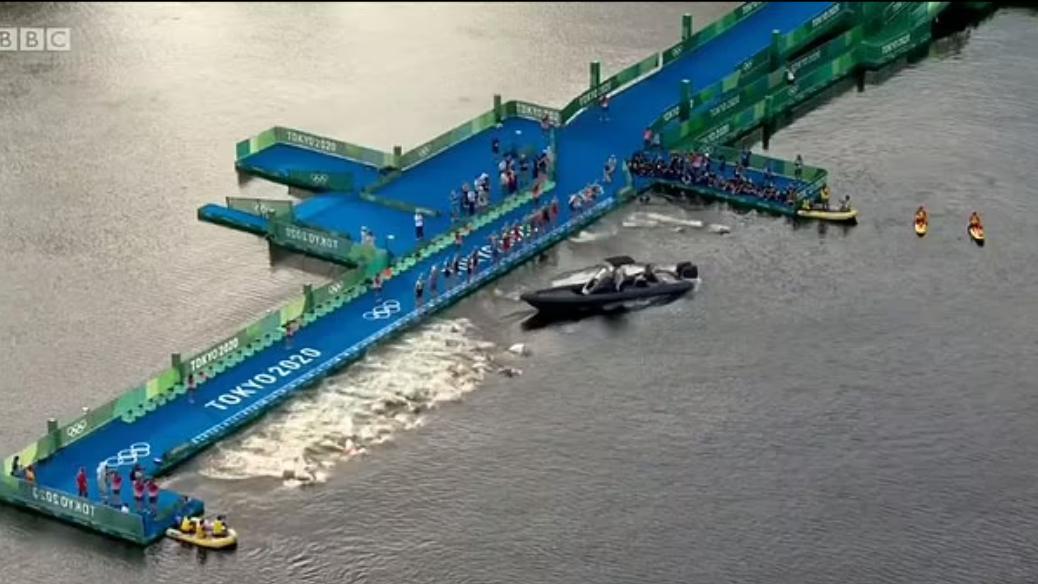 Tokyo Olimpiyatları triatlon yarışında 'tekne' kaosu!