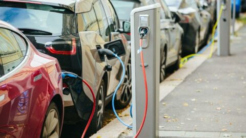 Yüksek fiyatlar, tüketiciyi elektrikli araçlardan uzak tutuyor