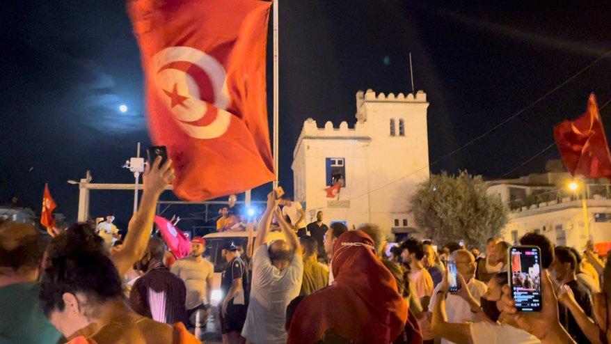 Tunus'ta siyasi kriz büyüyor: Parlamentonun yetkileri donduruldu