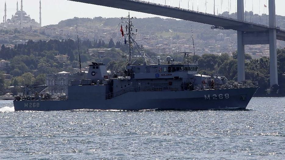 Mayın arama gemileri art arda İstanbul Boğazı'ndan geçti